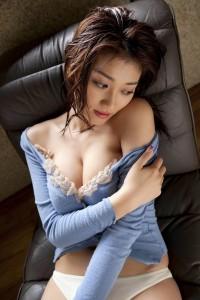 Cerita Sex Pembantu Memek Perawan Adik Temanku